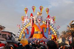 Taking a Learning Holiday in Italy during Viareggio Carnival