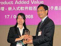 Helen Fan ot Abas-PRC accepts the Linux Award.
