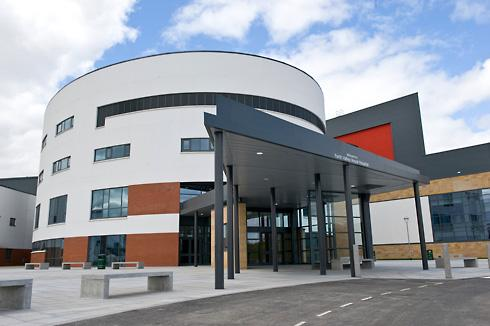 Forth Valley Hospital was completed on time with the help of Bamtec, an off-site fabricated steel carpet of floor slab reinforcement.