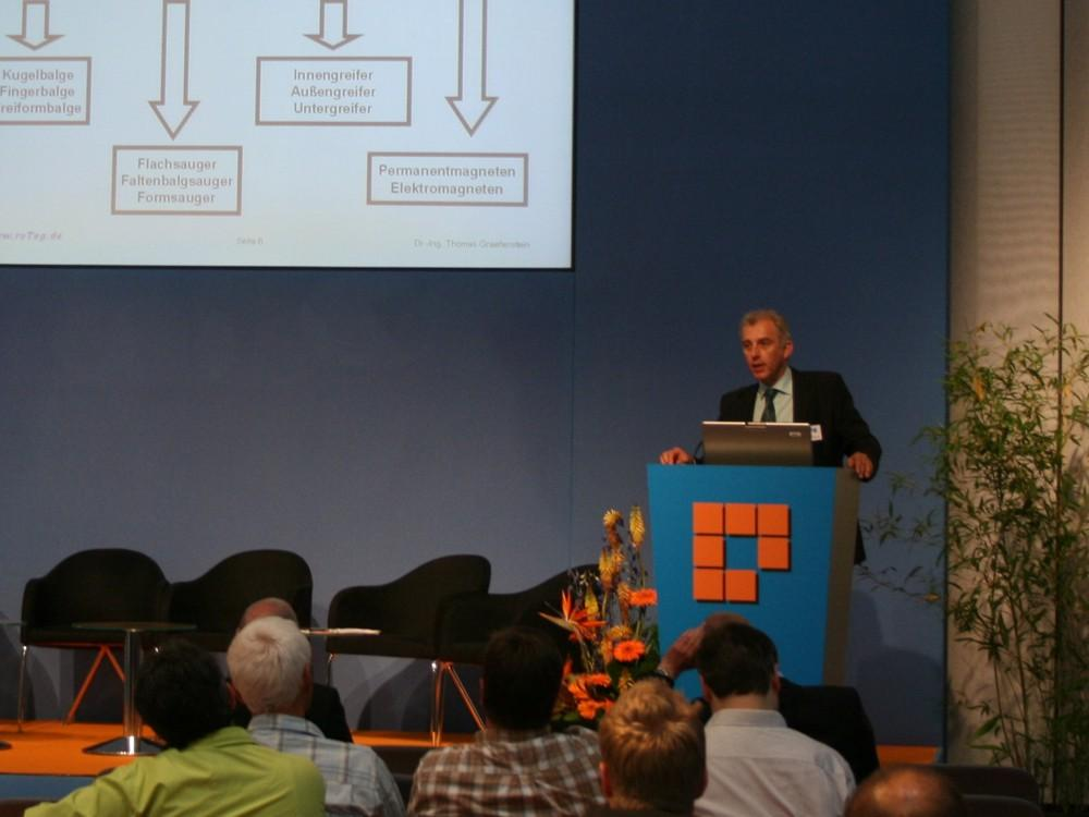 roTeg managing director Dr.-Ing. Thomas Graefenstein gives expert lecture at Automatica Forum