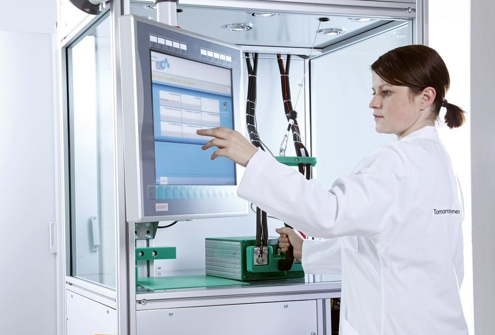 EOL battery test cell with operator panel and one-touch handling