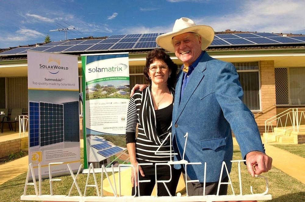 Proud SolarWorld photovoltaic system owner Beryl Beckwith and American TV legend Larry Hagman in Rockingham, WA ? by Solarmatrix