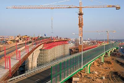In the eastern part of the city centre, the well-known Siekierkowska route heads towards the southern ring road using two new bridge constructions with three levels and no intersections. (Photo: PERI GmbH)