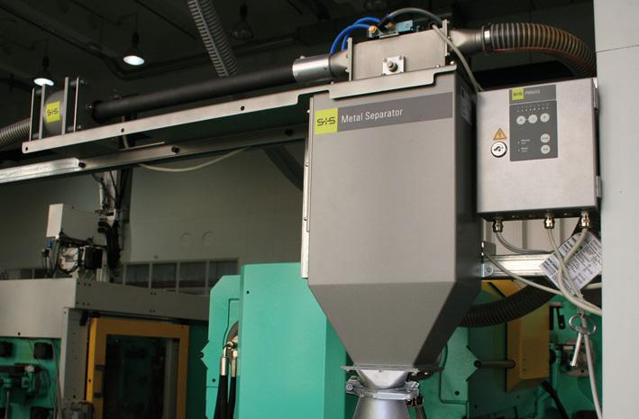 The S+S metal separator GF PRIMUS removes metal contaminations from regenerated plastic material and thus eliminates the causes of machine downtimes and defective parts.