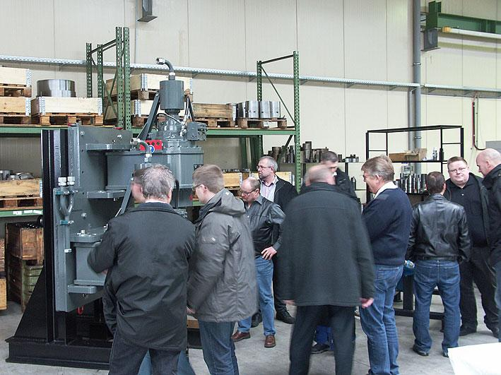The delegation from the Danish Water Well Drillers' Association was impressed by the modern manufacturing at STDS-Jantz.