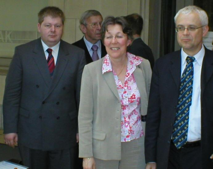 Talks in Brussels: EU Commissioner Vladimir Spidla, AGE Director Anne-Sophie Parent and EAC Permanent Representative Klaus Michael Alenfelder (right to left)