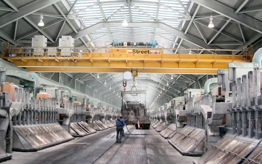 Aluminium Bahrain has installed an additional heavy-duty overhead crane from UK handling specialist Street Crane Company.