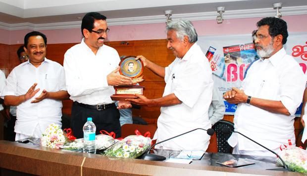 Mr. Y. Sudhir-Kumar-Shetty Receiving Jeevaragam Global Award