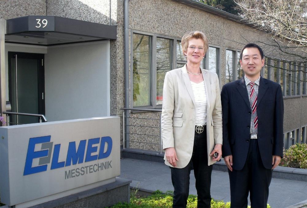Mr. Peter Yan with the managing director Claudia Mense