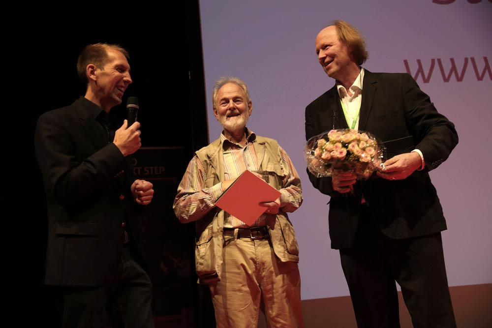 f.l.t.r.: Florian Möllers (master of ceremonies), Stephen Dalton and Michael Lohmann (president of the GDT)