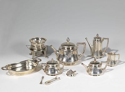 Fabergé Service. 10 piece set in orig. box. Silver. St. Petersburg. 1899-1908. Est.: Euro 15-20.000