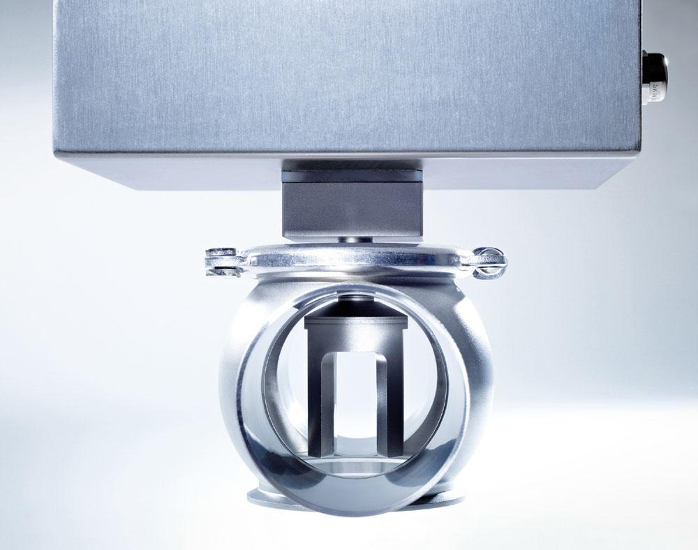 The LiquiSonic® sensor measures inline and reliable the concentration of e.g. °Plato, °Brix, extract or dry matter.