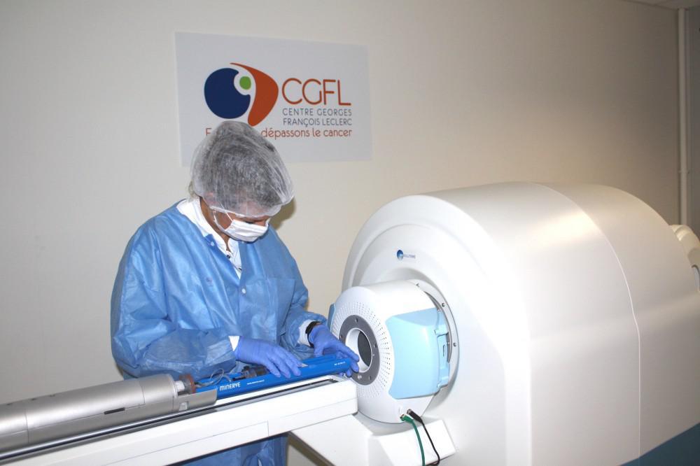 In line PET-MR imaging solution