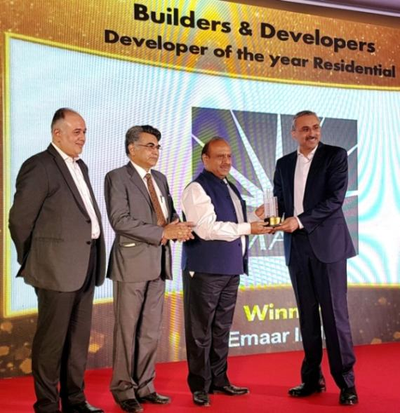Mr Sanjay Malhotra, CEO, Emaar India receiving the Developer of the Year award at 9th Realty Plus Excellence Awards 2017