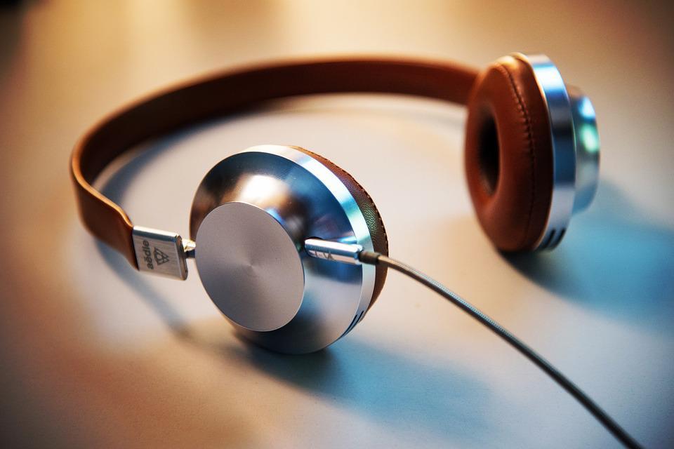 High end Headphone Market