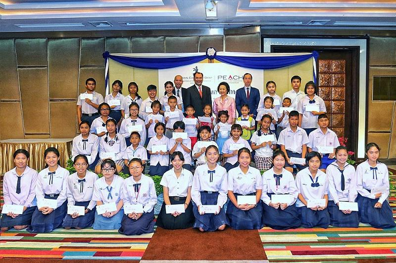 Royal Cliff Rewards the Children's Staff with Scholarships