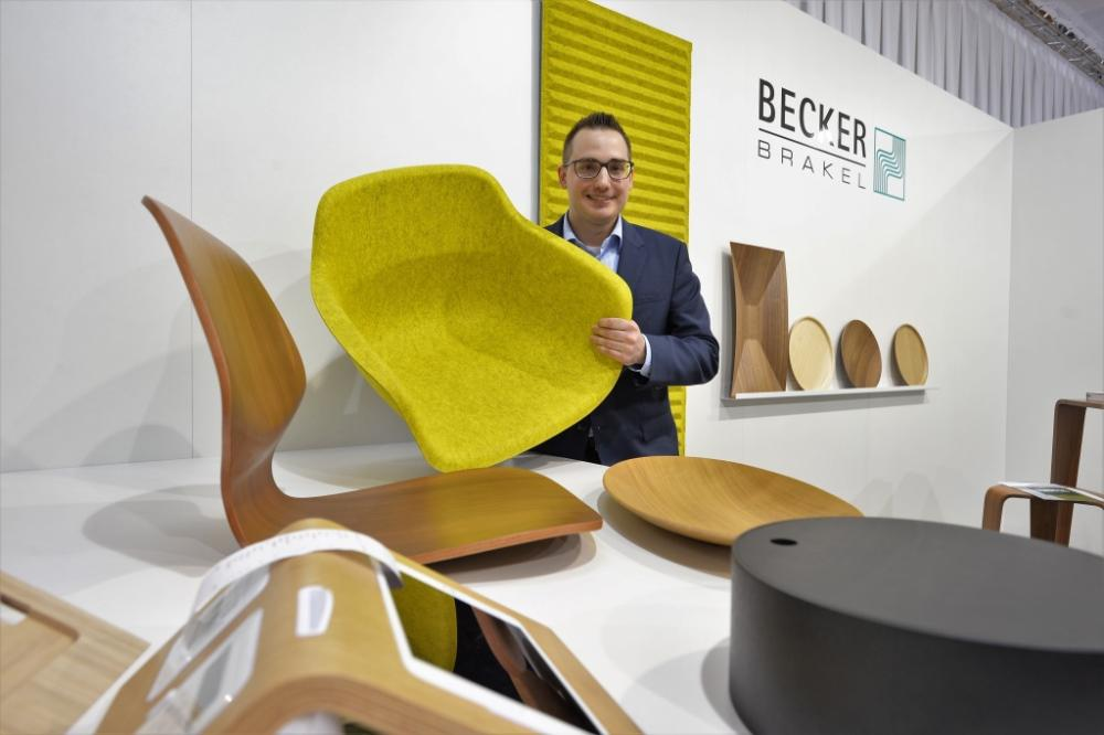 World market leader in this area: Managing Director Gerrit Becker presents moulded parts made of Formfleece and wood for the furni
