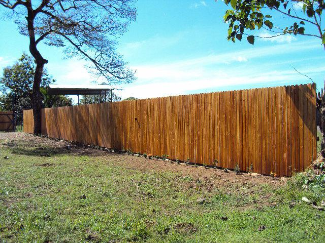 Wooderra provides kiln-dried teak fences to you directly to the construction site