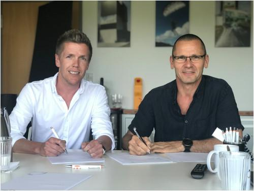 Matthias Hülsewiesche , Project Manager of ISG, and Fabrice Crouzet, President zerOGravity SAS