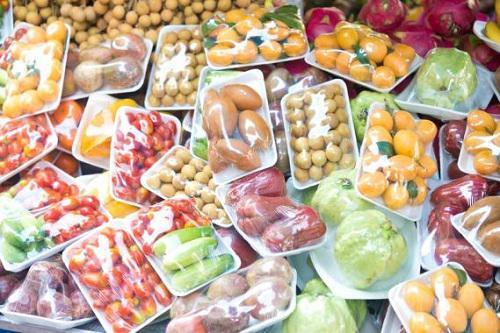 Food and Beverage Plastics Market