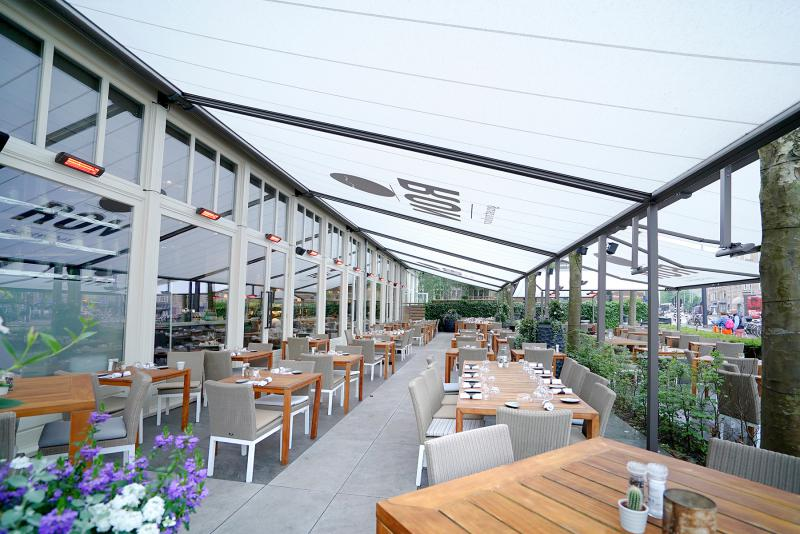 """markilux equipped Ron Blaauw's """"Ron Gastrobar"""" restaurant in Amsterdam with a large terrace shading"""