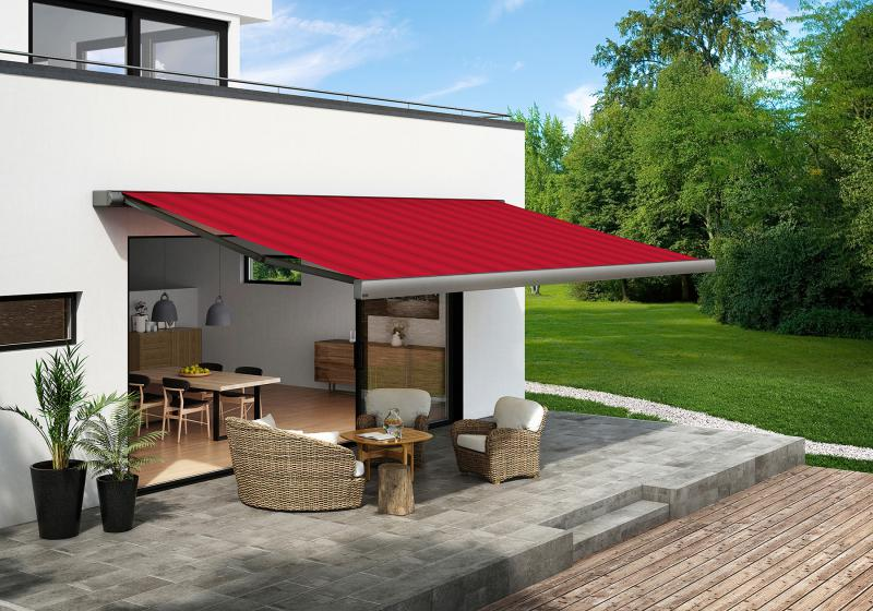 The cassette awning 970 from markilux with its straightforward, angular shape is particularly popular for use on modern houses.