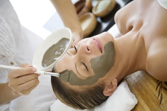 Global Dead Sea Mud Cosmetics Market, Top key players are Aroma