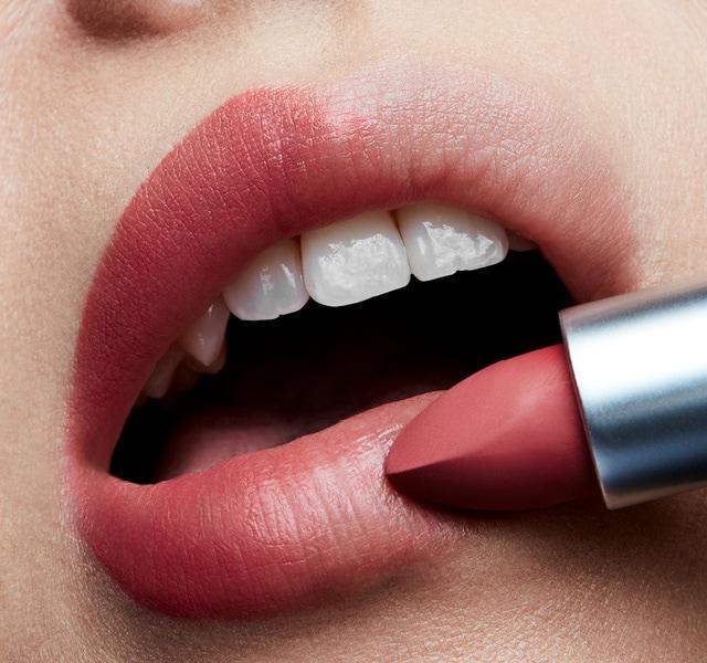 Varied Color Lipstick Market: Competitive Dynamics & Global