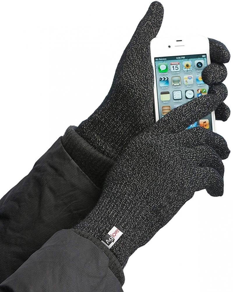 Here's Why 2020 Could Be Another Big Year for Touchscreen Gloves