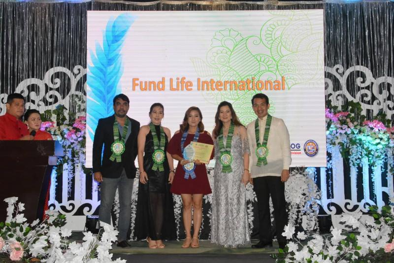 FundLife's Ops Mngr. Kimberly Lopez receiving the award from Department of Education -- Tacloban City Division.