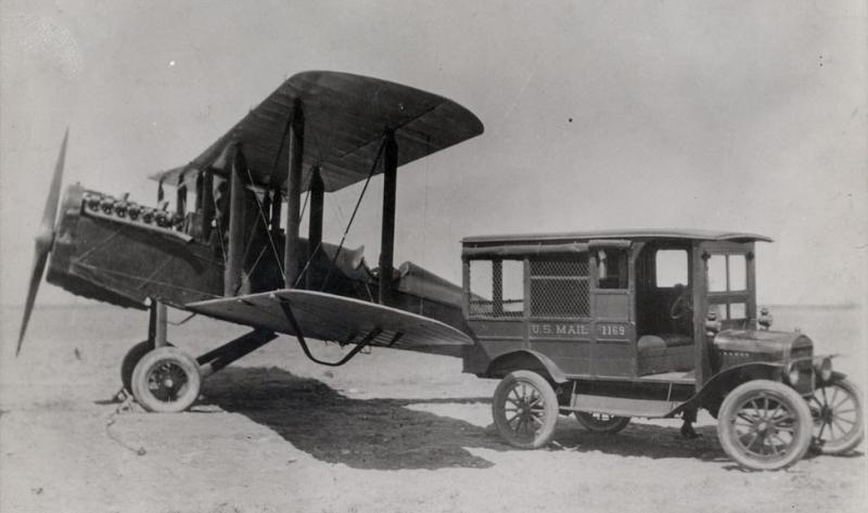 US mail being transferred to DH-4 mail plane
