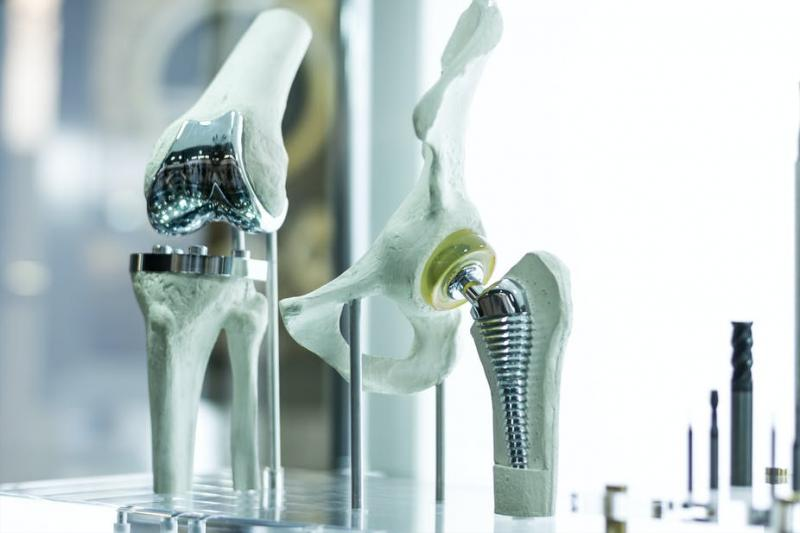 Medical Alloy Implant Material Market: Competitive Dynamics &