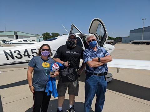Kidney donor Kelly, before take-off with her brother and their pilot