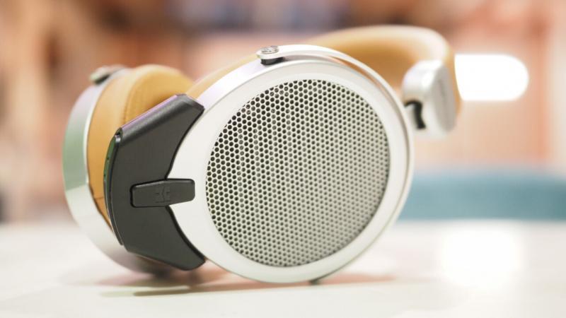 Premium Headphones Market   OPPORTUNITIES & CHALLENGES WITH