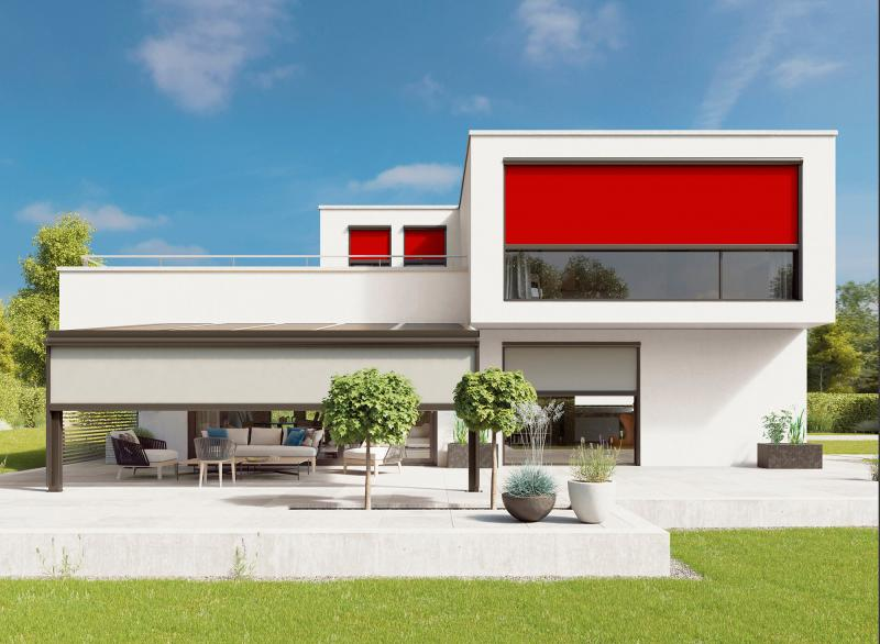 Vertical awnings, e.g. from markilux, ensure cool rooms and protect the climate.
