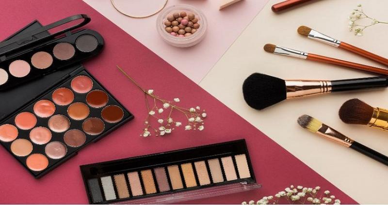 Luxury Cosmetics Market