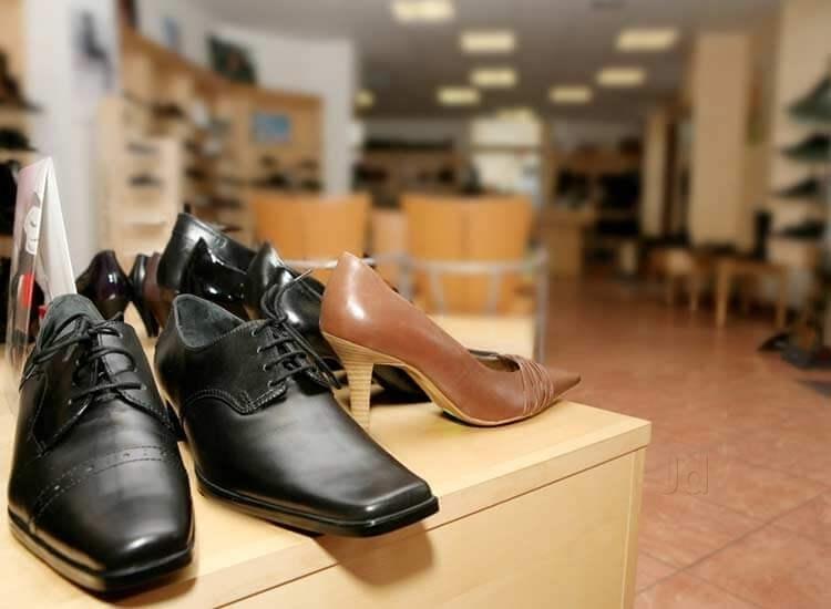 Premium Shoe Market