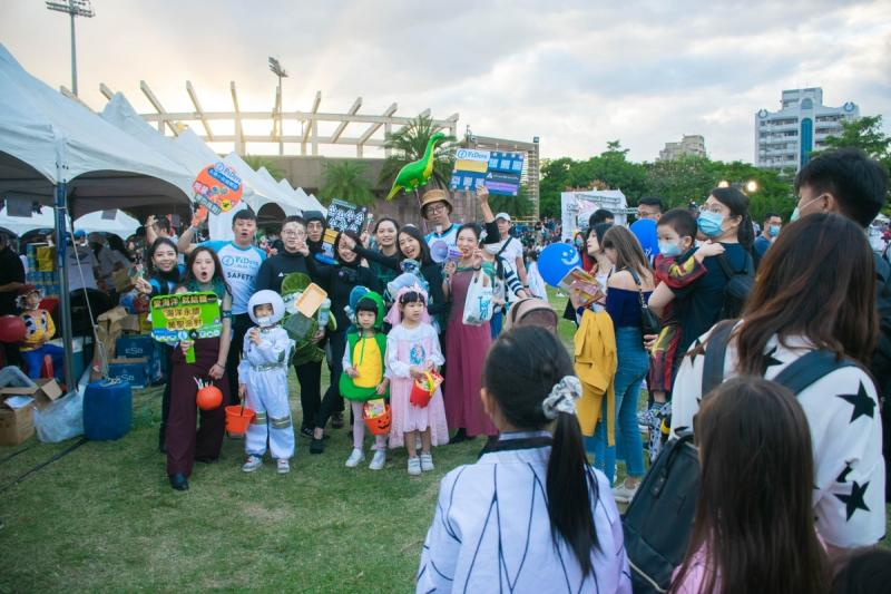 The co-branding event of FiDive and OneBreath attracted over 100 parents and kids to line up a crew with 10 minutes