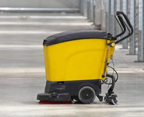 Commercial Scrubbers & Sweepers Market: Competitive Dynamics &