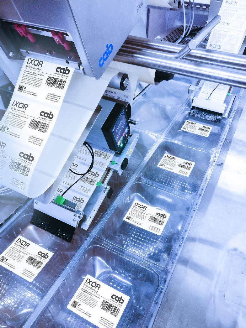 Dispensing labels at high speeds