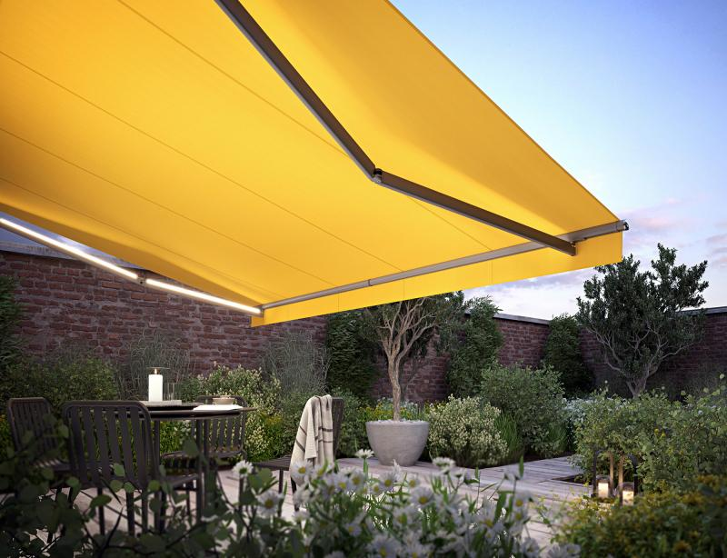 Four markilux awning models equipped with a new special LED lighting ensure a cosy atmosphere on restaurant and café terraces.