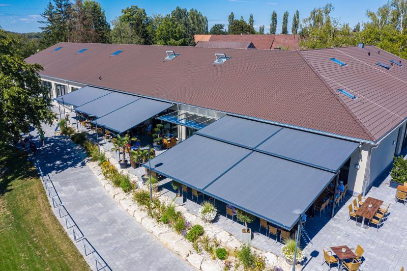 markilux awning system offers more than 170 square metres of shading for the restaurant & café in Karlsruhe Golf Park.