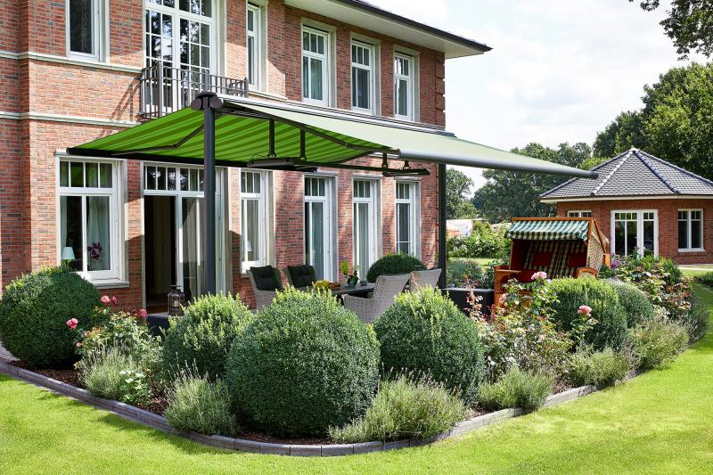 The portfolio of awning specialist markilux features not only classic folding-arm awnings, but also free-standing solar solutions.