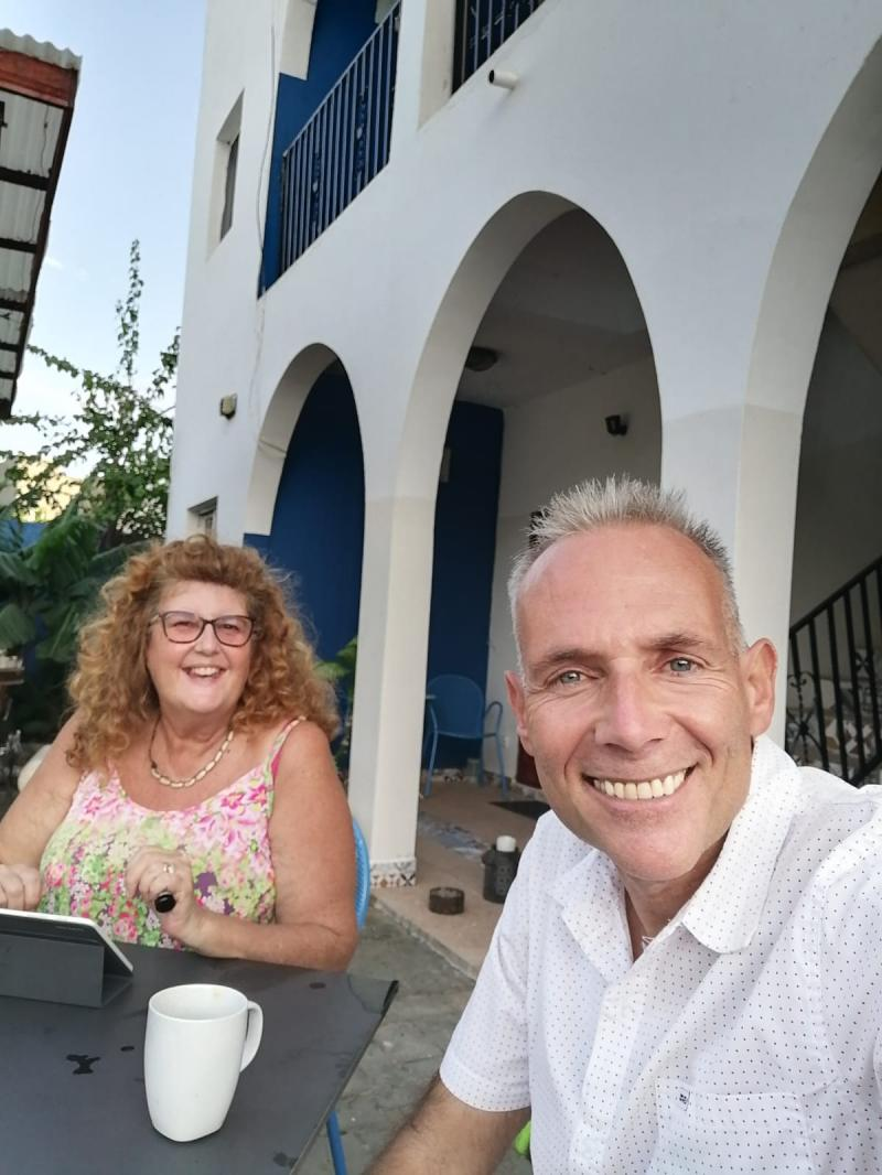 On the left in the picture is Denise in an interview with Oliver (*travel Journalist). Denise runs the cosy Camara Gardens Lodge