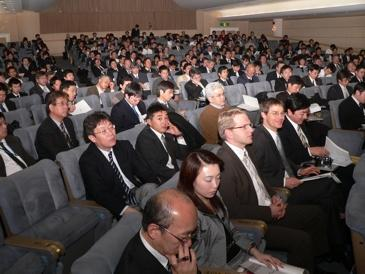 HALCON user conference in Yokohama: more than 300 participants from Germany, Japan, and other Asian countries.