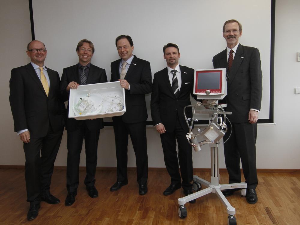 future fund CEO Villinger, director Medos AG Dr. V. Hamm, Novalung management Dr. Matheis Bogenschütz and Strout (left to right)