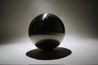 ball of stainless steel ,contains a vacuum of 0,000001 bar,