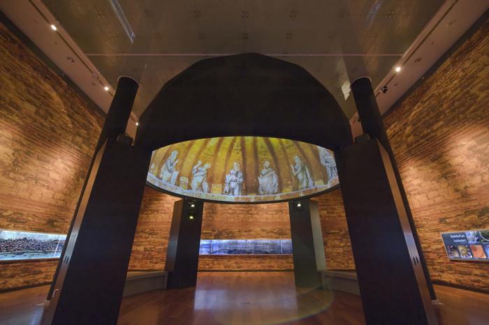 ZENDOME.immersive media screen at Sakip Sabanci Museum Istanbul, Photo © Izzet Keribar