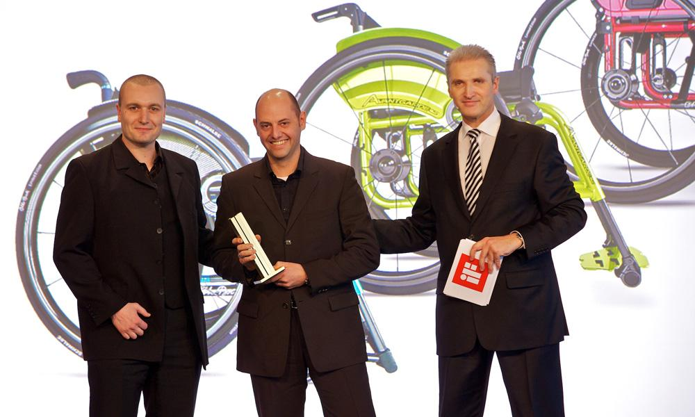 The iF product design award in gold was accepted by Designer Oliver Kretschmer and Product Manager Helge Maday.