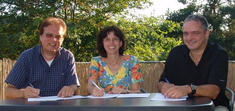 from left: Rainer Grunert, Yvonne Espenschied, Thomas Steffen signing the contract
